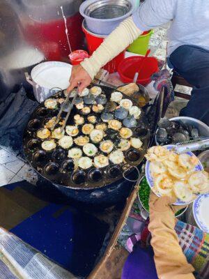 Trong số những quán ăn sáng ở Vũng tàu ngon bổ rẻ thì không thể không nhắc đến quán bánh khọt Bà Hai