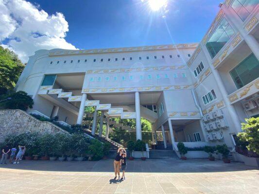 Khuôn viên Bảo tàng với nhiều góc lên ảnh đẹp