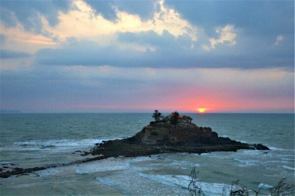 Đảo Hòn Bà Vũng Tàu nhìn từ Mũi Nghinh phong