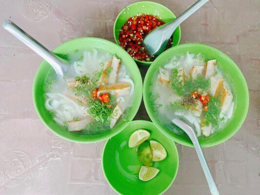 Bánh canh chả cá Bà Tư là một trong những quán ăn sáng ở Vũng Tàu được người dân ưa chuộng