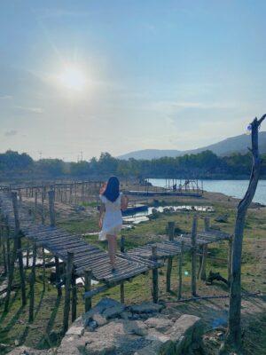Bạn nên đến Hồ Đá Xanh vào ngày nắng để có những tấm hình đẹp