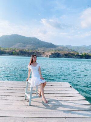 Điểm thu hút nổi bật của Hồ Đá Xanh chính là mặt nước trong veo xanh ngắt