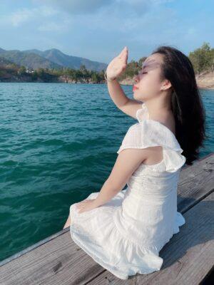 Thời điểm đẹp nhất để chụp ảnh ở Hồ Đá Xanh trong ngày là 7h-10h sáng hoặc 2h-4h chiều